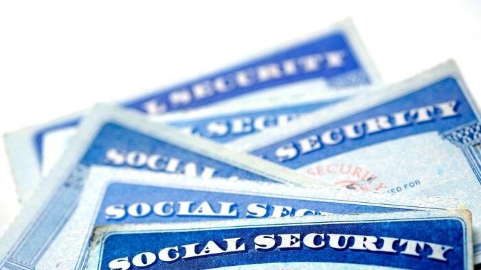 If You Claim Social Security Early in These Scenarios, You Could End Up Cash-Strapped for Life | Smart Change: Personal Finance